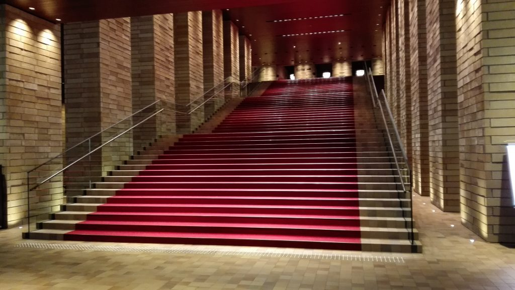 大阪フェスティバルホールの階段